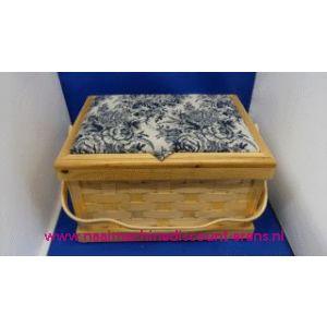 002449 / Naaikist deksel bekleed met Blauw/Wit stof rest hout