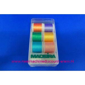 003246 / Madeira Supertwist Metallic 8 x 200 M